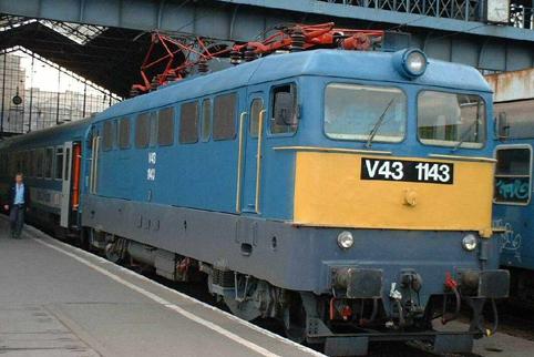 V43-mozdonykürt